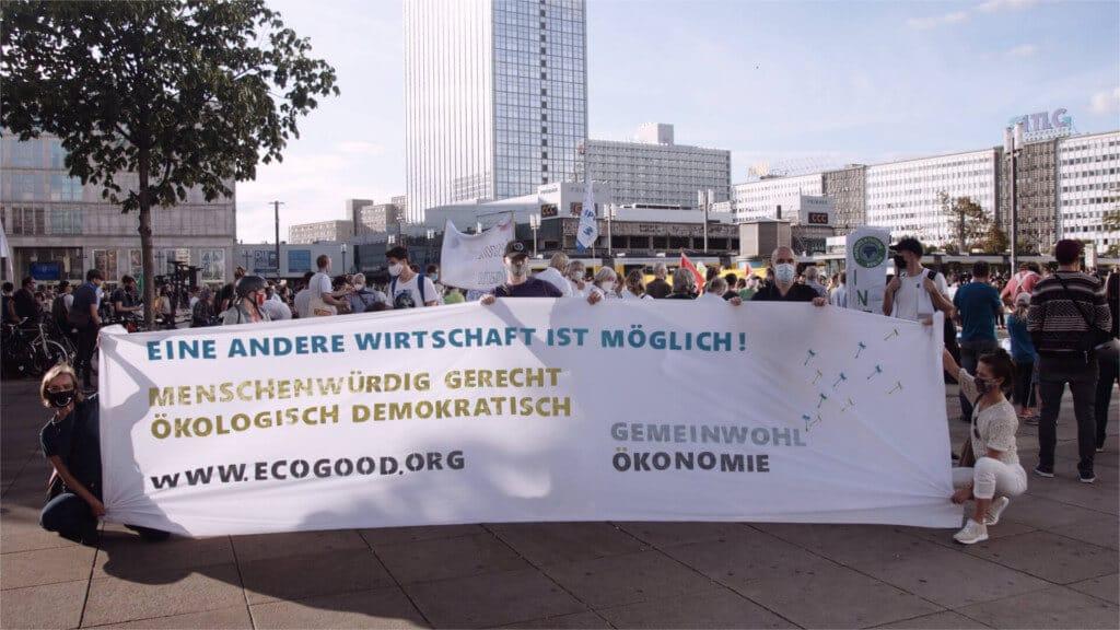 Die RG mit Transparent auf einer Demo
